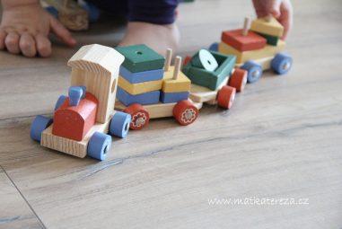 Mašinka ze dřeva: Vkládačka s geometrickými tvary
